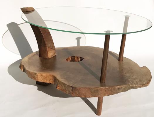 Tisch aus Nussbaum